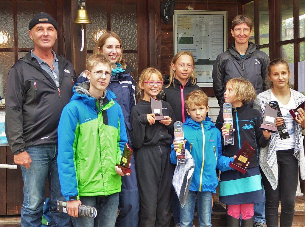 unten von li: Felix, Johanna, Tobias, Eva und Katharina dahinter: Hans, Karin, Pia und Katrin